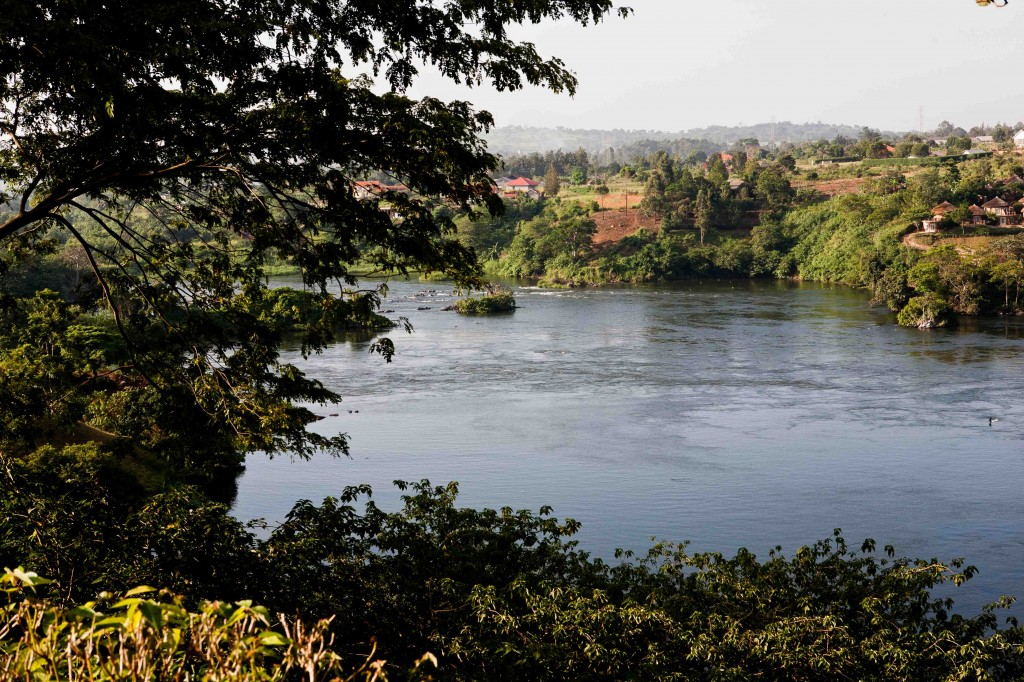 A tranquil Nile just north of the Owen Falls Dam. ©Diponkar Banerjee 2008.